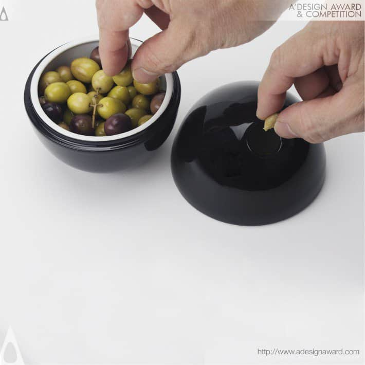 Oli An olive bowl by Miguel Pinto Félix