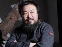 La Cina mette agli arresti domiciliari l'architetto Ai Weiwei