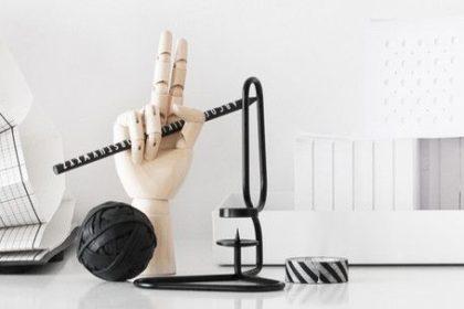 Accessori di moda: wooden hand by Hay