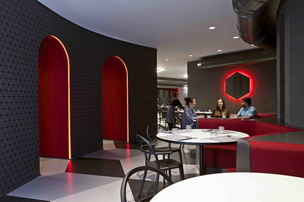 Per chi è alla ricerca di una pizzeria di design dove passare una sera, vi presento la nuova pizzeria di Milano progettata da Fabio Novembre