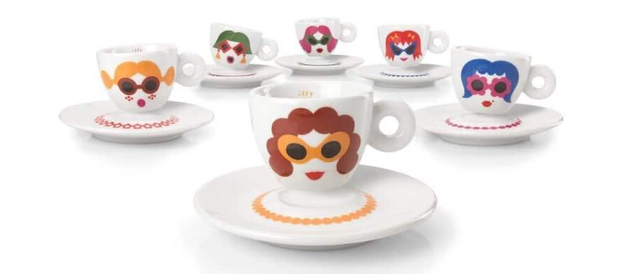 Illy art collection Olimpia Zagnoli ha realizzato unca collezione di tazzine di caffè di design, ha dato vita ad una serie di personaggi, 6 signore, 6 amiche